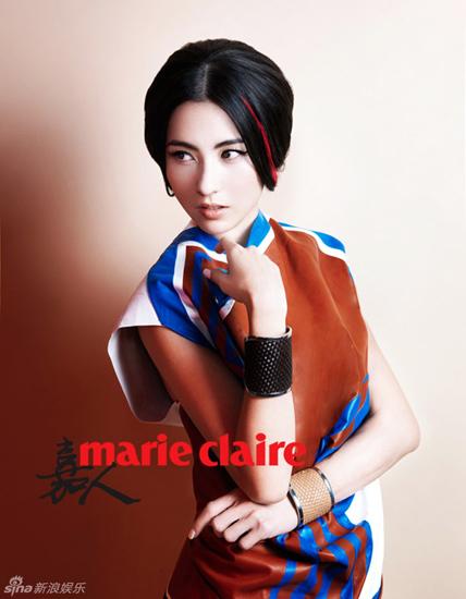Trương Bá Chi trong trang phục có màu sắc nổi bật.
