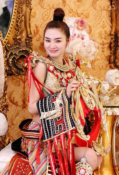 Bộ trang phục được làm thủ công với mức kinh phí 8.000 USD