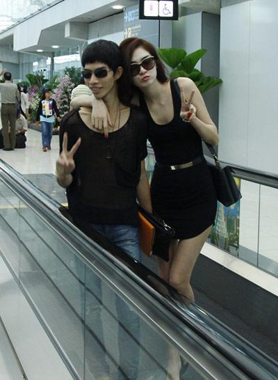 Đôi bạn thân nhí nhảnh khi đến Thái Lan.