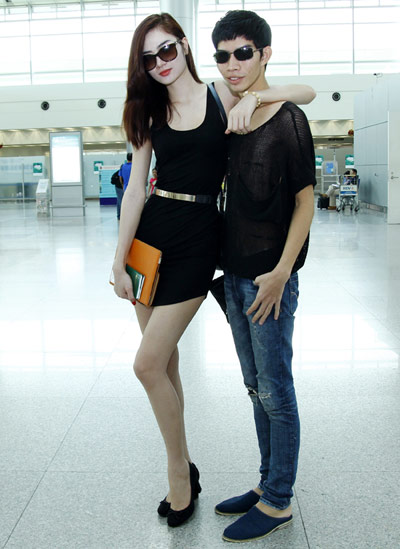 Đồng hành cùng Ngọc Oanh là chuyên gia trang điểm Quách Xuân Huy.