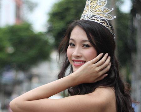 Cô vừa đặt chân về Sài Gòn sáng nay và đang mong ngóng được trở về quê hương Bạc Liêu gặp người thân.
