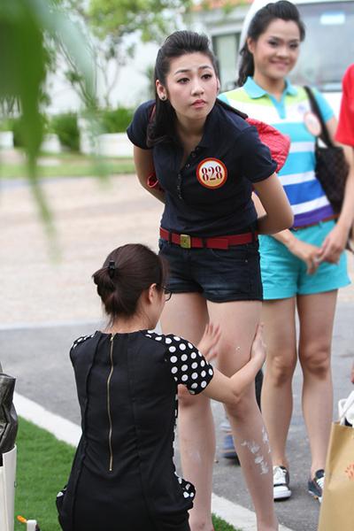 Tú Anh được mẹ chăm sóc tại cuộc thi Hoa hậu Việt Nam.