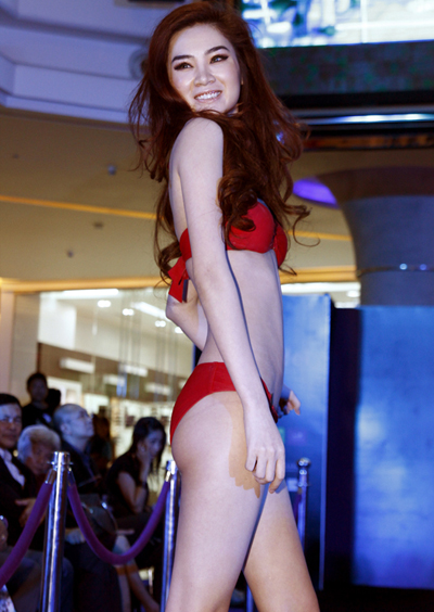 Ngọc Oanh được chú ý với thân hình thon thả và làn da trắng hơn so với các thí sinh còn lại.