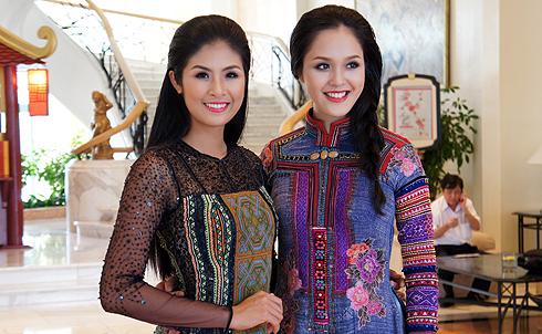 Hoa hậu Việt Nam 2010 Ngọc Hân và Á hậu Việt Nam 2012 Hoàng Anh trong chiếc áo dài thổ cẩm của nhà thiết kế Minh Hạnh.