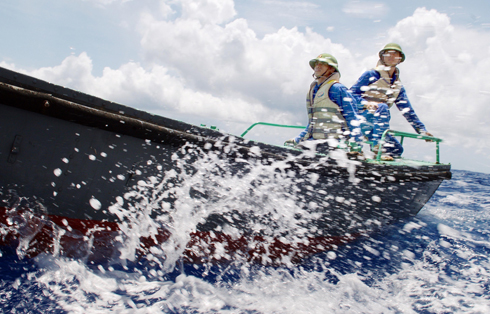 Lính đảo sống chung với sóng gió.