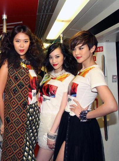 Vedette của show diễn nay là Lâm Hựu Lập - người mẫu sinh năm 1987 nổi tiếng xứ Đài.
