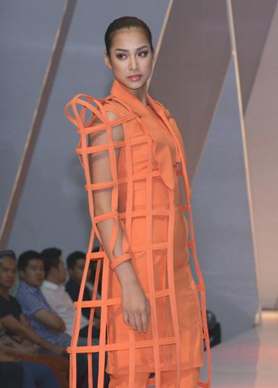 Giải vàng Siêu mẫu 2011 - Vương Thu Phương.