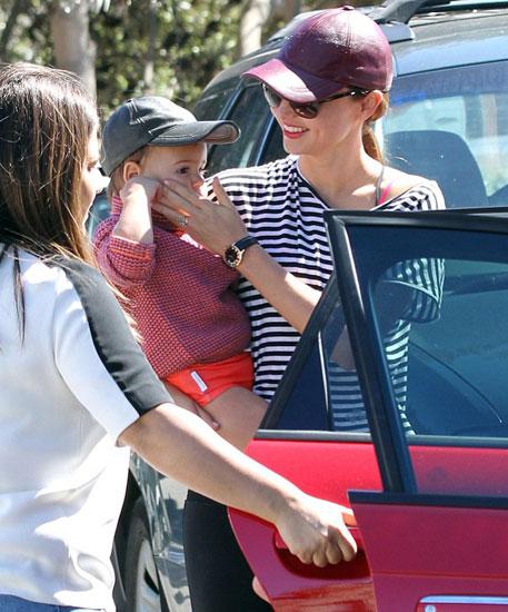 Miranda trở lại Australia để tiếp tục công việc người mẫu khi cô trở thành người phát ngôn cho hãng Qantas Airlines.