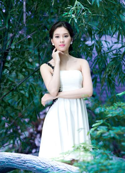 Tối 25/8, Đặng Thu Thảo, cô gái 21 tuổi đến từ Bạc Liêu đã vượt qua 38 nhan sắc trên cả nước đoạt danh hiệu Hoa hậu Viêt Nam, tổ chức tại Đà Nẵng.