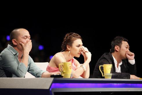Hoàng Quyên nhận tin nhắn bình chọn thấp nhất từ khán giả trong đêm gala công bố kết quả.