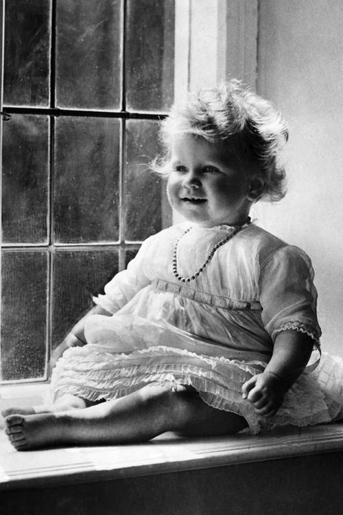 Người phụ nữ quyền lực của hoàng gia Anh chào đời tháng tư năm 1926.