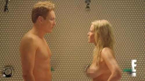 "Chelsea Handler và Conan O'Brien (trái) trong show ""Chelsea Lately"