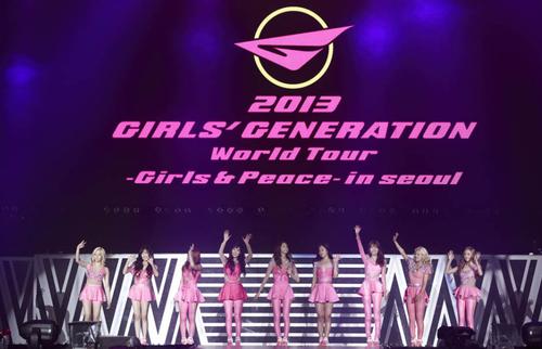 Trong hai ngày 8-9/6, nhóm nhạc nữ Hàn Quốc Girls Generation biểu diễn tại Seoul. Đây là phần trình diễn mở màn cho tour diễn thế giowsu 2013 mang tên Girls & Peace của nhóm.