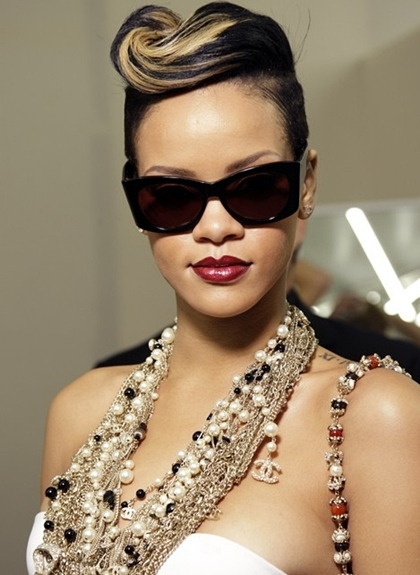 Rihanna-Pompadour-Updo-Hairstyle-1372223