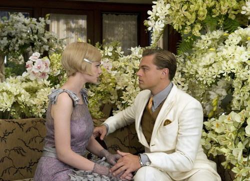 Gatsby bên tình yêu tuyệt vọng của mình là nàng Daisy Buchanan. Ảnh: Warner Bros.