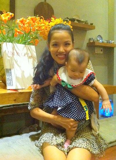 Bebe Phạm tạm lui về phía sau sinh con và chăm sóc gia đình cho tài tử nổi tiếng.