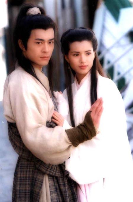 Cổ Thiên Lạc sánh đôi Lý Nhược Đồng trong bản Thần điêu 1995. Phim được xếp vào hàng tác phẩm truyền hình võ hiệp kinh điển.
