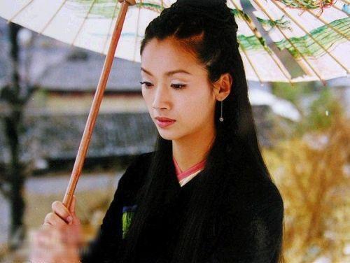 Nhậm Hiền Tề, Ngô Thanh Liên đóng Thần điêu do Đài Loan sản xuất năm 1998. Tiểu Long Nữ Ngô Thanh Liên bị chê vì& mặc đồ đen.