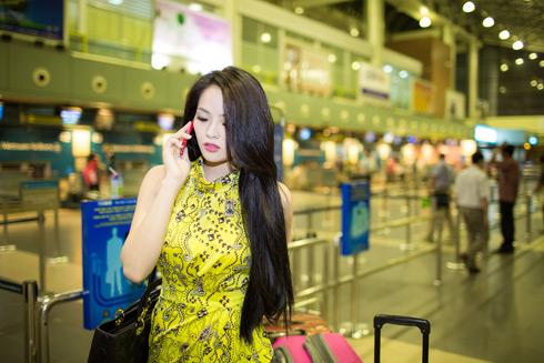 Người đẹp nhận được nhiều nhắn tin và cuộc gọi từ gia đình, bạn bè cổ vũ cô trước khi lên đường.