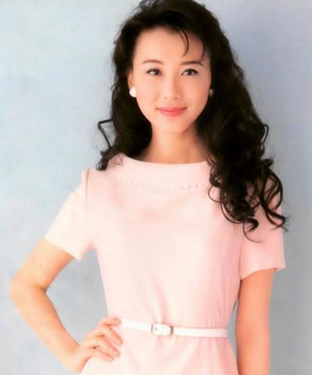 Tiêu Tường là biểu tượng sắc đẹp Đài Loan những năm 1990. Cô nhiều lần được bầu chọn là Người đẹp nhất Đài Loan, Người tình trong mộng, Nữ diễn viên được yêu thích nhất& Tiêu Tường vốn có vẻ đẹp trong sáng, tự nhiên khiến người khác say đắm. Hiện nay, gương mặt cô biến đổi nhiều do phẫu thuật thẩm mỹ.