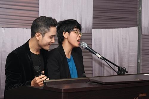 Đây là lần đầu tiên, Khánh Duy và Vũ Cát Tường song ca trên sân khấu ca nhạc.