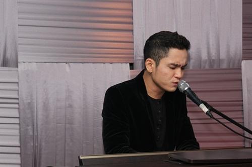 Trong đêm nhạc, Khánh Duy đã tự đệm đàn thể hiện các ca khúc: Hoa cỏ mùa xuân, Tan biến, Nuối tiếc. Và đây cũng là lần đầu tiên Khánh Duy trình bày ca khúc Xin lỗi em do chính anh sáng tác trước khán giả yêu nhạc.