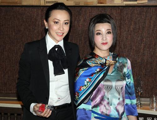 Đoàn kịch Phong hoa tuyệt đại do Lưu Hiểu Khánh đóng chính biểu diễn đêm cuối cùng ở Hong Kong hôm 8/9. Lưu Gia Linh đến cổ vũ đồng nghiệp.
