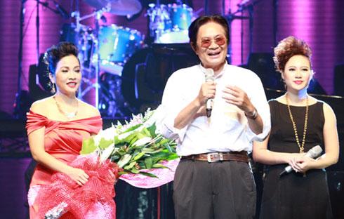 """Nếu ở Cửa sổ âm nhạc 1 """"Những câu chuyện kể của tôi"""", Dương Thụ có phần chia sẻ dài 45 phút ở cuối chương trình, thì trong """"Tôi mơ một giấc mơ"""", ông chỉ ngắn gọn cảm ơn khán giả và hy vọng mọi người tiếp tục đồng hành cùng ông trong số 3 của chương trình."""