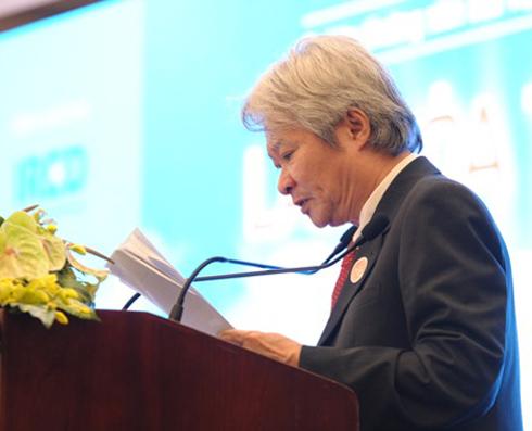 Nhà nghiên cứu Bùi Văn Nam Sơn tại tọa đàm về sách sau lễ trao giải thưởng Sách Hay 2013.