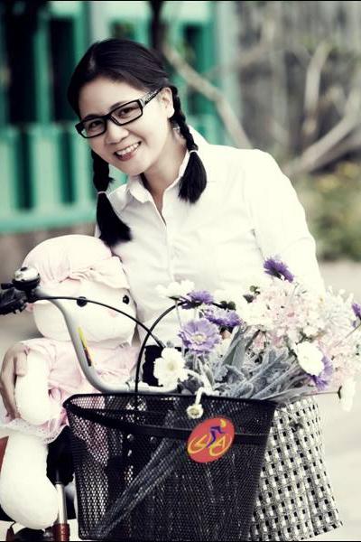 Nhà báo Đinh Thu Hiền.