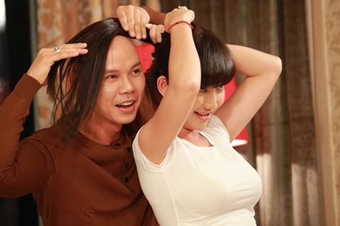 Không chỉ thu âm, Phan Đinh Tùng đã đầu tư thực hiện MV cho ca khúc này với sự tham gia diễn xuất của diễn viên Kim Hiền.