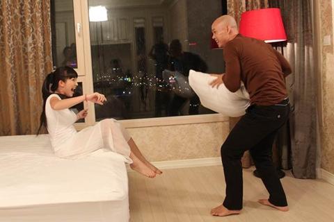 Cả hai vào vai đôi tình nhân có những khoảnh khắc từ hạnh phúc đến chia ly vì chàng trai dành quá nhiều thời gian cho công việc.