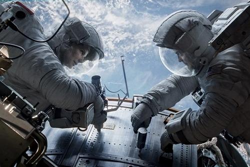 """Sandra Bullock và George Clooney là hai diễn viên duy nhất góp mặt trong """"Gravity"""". Ảnh: Warner Bros."""