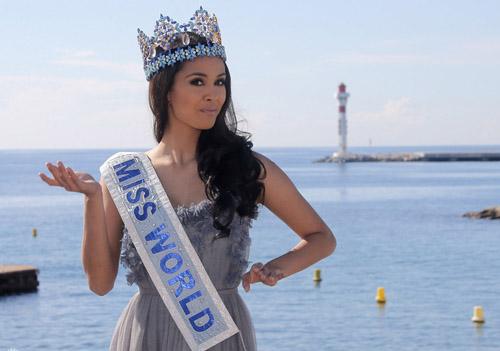 Người đẹp 23 tuổi Megan Young có mặt ở Cannes, Pháp hôm 8/10. Cô được mời tham gia hoạt động trong khuôn khổ Hội chợ truyền hình - Giải trí Mipcom.