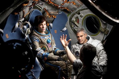 """Sandra Bullock và George Clooney trên trường quay """"Gravity"""". Ảnh: Warner Bros."""