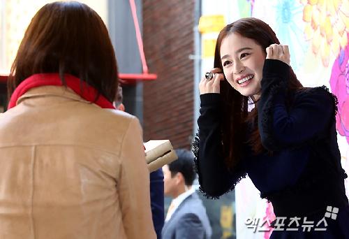 Vẻ thân thiện của Kim Tae Hee.