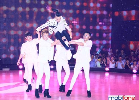 Nhóm nhảy Tô Lâm chinh phục khán giả với những màn thể hiện táo bạo.