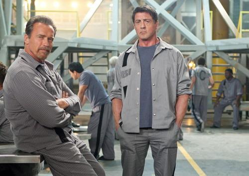 Hai cây đại thụ của làng phim hành động Hollywood hội ngộ trong một bộ phim với bối cảnh chính là nhà tù. Ảnh: Summit.
