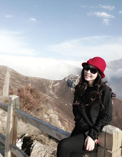 Người đẹp còn đến Trên đỉnh núi Hoàng Long cao 4007m