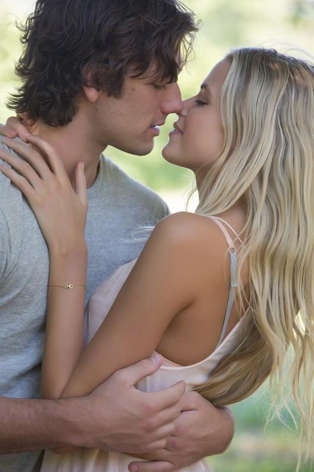 Alex Pettyfer và Gabriella Wilde trở thành cặp tình nhân của màn ảnh rộng mùa Valentine năm sau.