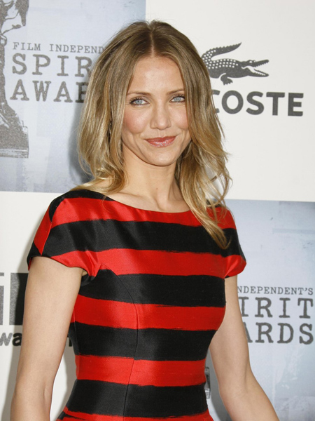 cameron-diaz-red-and-black-str-5912-1382