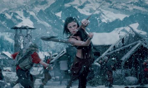 """Bộ phim """"Viking Kingdom - Tử địa của Thor"""" khởi chiếu tại Việt Nam từ ngày 25/10. Đây là bộ phim viễn tưởng về một cuộc phiêu lưu của vị vua bị lãng quên, Eirick, người được giao nhiệm vụ khó khăn là đánh bại Thor - Thần Sấm. Trong ảnh: NATASSIA MALTHE (trong vai Brynna)"""