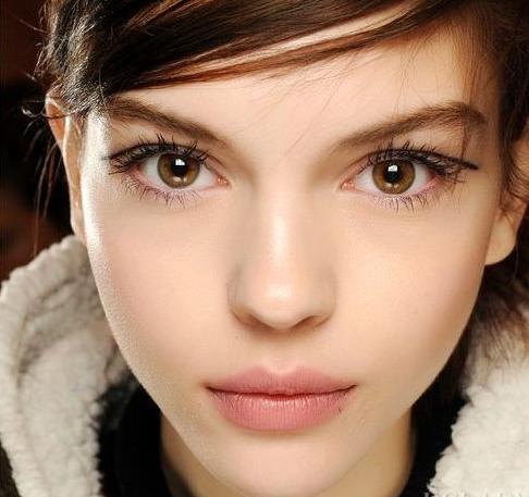Trong Rag & Bone2013 mùa đông cho thấy sàn, Madou áp dụng lông mi giả mỏng kiểu cực đoan. Kéo dài các loại thích hợp nhất của lông mi giả phương Đông lần duy nhất. Loại này có đặc điểm là lông mi đinh rõ ràng là độc lập, và mảnh mai tinh tế, bạn có thể trang trí một mắt điện tử quyến rũ, đôi mắt lót lớn và sáng bóng. Ngay cả khi đôi mắt không tiếp xúc với các dấu vết nhỏ của gian lận hoàn toàn bị che khuất bởi mí mắt trên.
