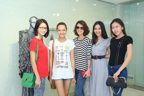 Đêm diễn còn quy tụ nhiều người mẫu trẻ. Họ được lựa chọn từ buổi casting trước đó do chính Công Trí tổ chức nhằm tìm kiếm gương mặt người mẫu triển vọng trình diễn trong đêm diễn.