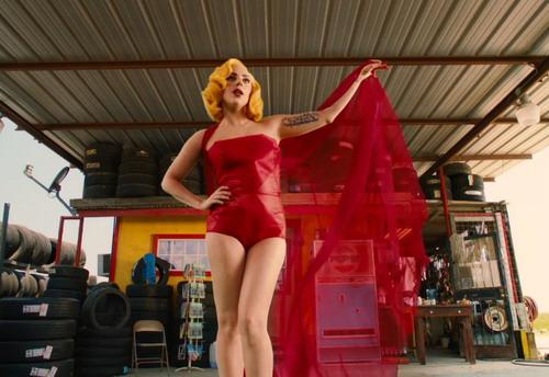 Lady Gaga trong vai sát thủ La Camaleón. Ảnh: A Company.