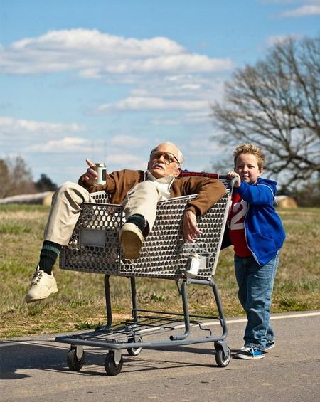 """Một cảnh vui nhộn trong phim """"Bad Granpa""""."""