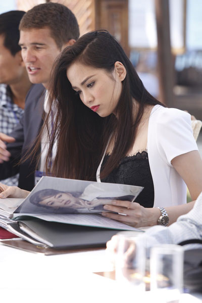 Ngày 28/10, Hoa hậu Diễm Hương làm giám khảo  Người mẫu tài năng quốc tế - Models and Talent là sân chơi người mẫu từng diễn ra thành công ở Pháp, Mỹ, Nga, Trung Quốc nhằm giao lưu văn hóa và phát triển tiềm năng du lịch giữa các nước. Tại Việt Nam, cuộc thi này sẽ lần đầu được tổ chức tại tỉnh Khánh Hòa từ ngày 26 đến 29/10 để tìm kiếm siêu mẫu và tài năng thiết kế.  Việt Nam sẽ cử sáu đại diện có tài năng và đam mê thời trang tranh tài với 40 thí sinh của các nước. Giải thưởng ngoài tiền mặt còn có bằng chứng nhận, khóa đào tạo về thời trang tại kinh đô điện ảnh và thời trang ở Pháp, Mỹ.