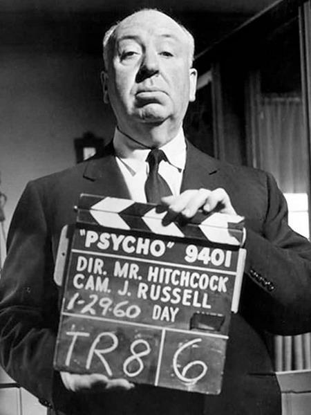 """Đạo diễn Alfred Hitchcock trên trường quay phim """"Psycho""""."""