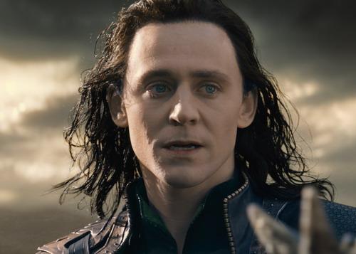 Loki được yêu thích không kém người anh Thor. Ảnh: Marvel.