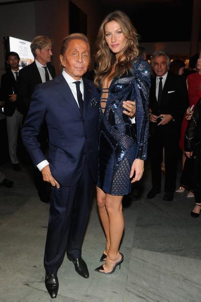 NTK Valentino chụp hình cùng Gisele Bundchen